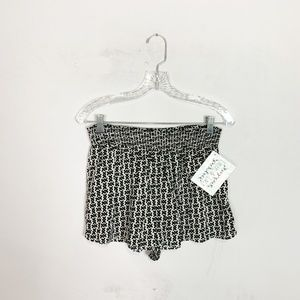 Urban Outfitters black & white printed shorts L